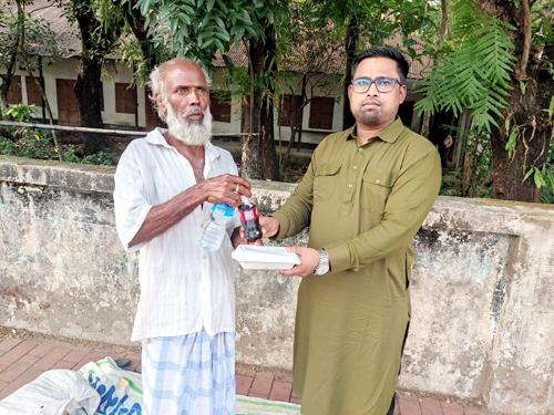 করোনাকালে এক মানবিক কর্মীর নাম আলাউদ্দিন পাশা